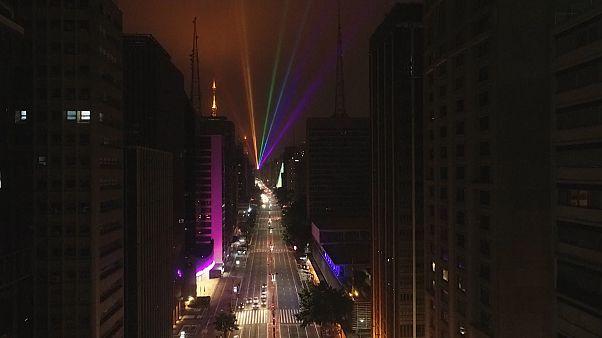 Un arcoiris de láser por el día del orgullo gay