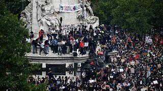 Fransa'nın başkenti Paris'te düzenlenen ırkçılık karşıtı protesto