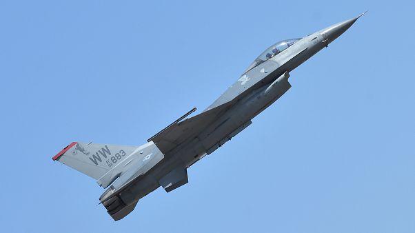 مقاتلة إف 16 الأمريكية