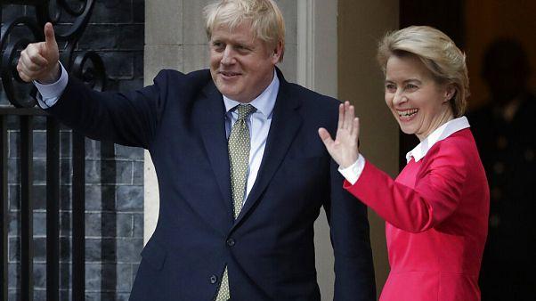 رئيس الوزراء البريطاني بوريس جونسون ورئيسة المفوضية الأوروبية أورسولا فون دير لين في لندن -يناير2020