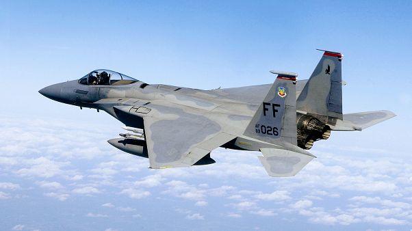 Egy F-15C Eagle típusú repülőgép járőrözik az amerikai főváros, Washington fölött