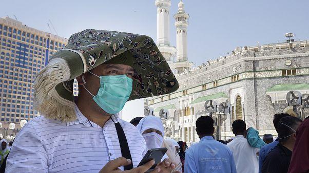السعودية نيوز |      وباء كورونا في السعودية: أعداد الوفيات تتخطى الألف وترقب لقرار المملكة بشأن موسم الحج