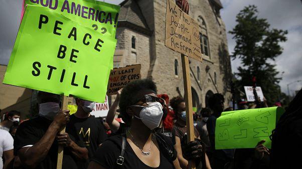 Вдова афроамериканца, застреленного при задержании, призвала к ненасильственным протестам