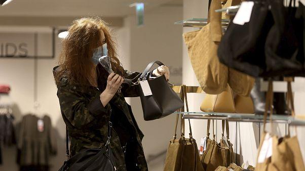 """Shoppen ohne Maske: """"Die Leute sind viel fröhlicher"""""""