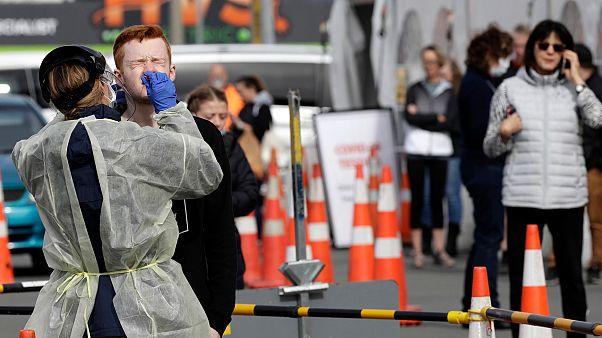 Yeni Zelanda'da 25 gün sonra Covid-19 vakası tespit edildi