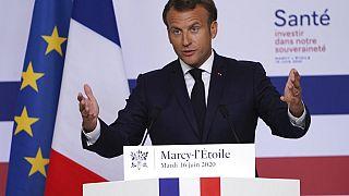 Emmanuel Macron lors de sa visite au laboratoire Sanofi