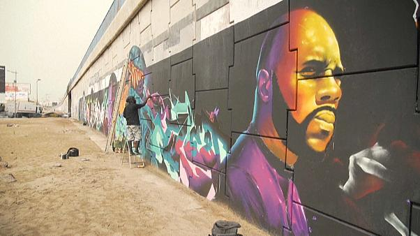 Un detalle del mural pintado por los grafiteros senegaleses