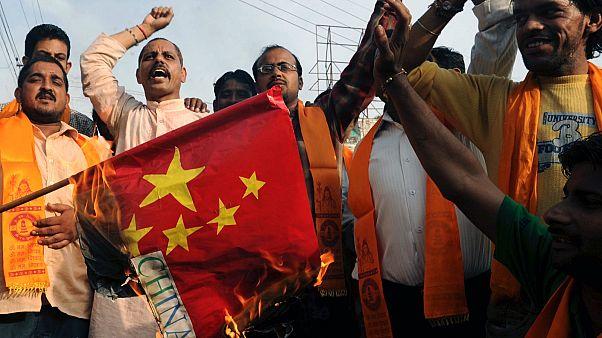 Indiai szélsőségesek felgyújtották a kínai zászlót Amritszárban, 2010-ben