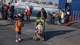 لاجئون يصلون إلى  ميناء بيريوس، بالقرب من أثينا ،11 يونيو 2020.