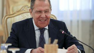 Serguéi Lavrov sonríe durante un encuentro con su homólo iraní en Moscú