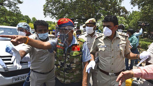 Tüntetés Újdelhiben a kínai nagykövetség előtt