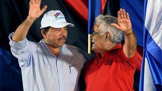 Daniel Ortega y Edén Pastora en la celebración del 30 aniversario del asalto al Parlamento (22/08/2008)