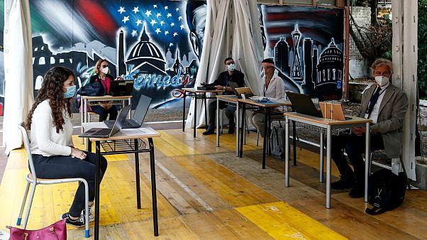 Une lycéenne passe une épreuve orale pour son maturità, l'équivalent du baccalauréat, Rome le 17 juin 2020