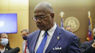 Окружной прокурор Пол Ховард заявил, что нынешнее убийство афроамериканца - уже девятое по счету, совершенное полицией при задержании