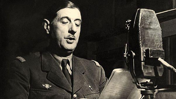 Le général de Gaulle au micro de la BBC, été 1940.