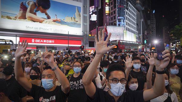 ЕС критикует КНР за Гонконг, но не портит с ней отношений