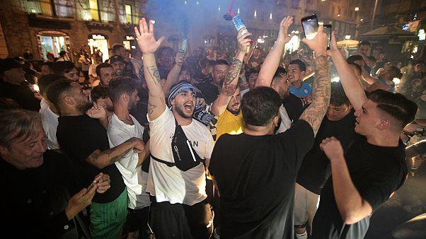 Tifosi partenopei festeggiano a Napoli la vittoria della Coppa Italia
