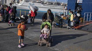 Беженцы в греческом порту Пирей