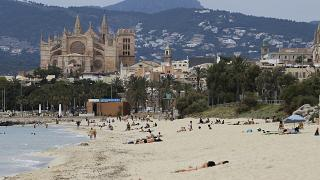أحد شواطئ مايوركا الإسبانية