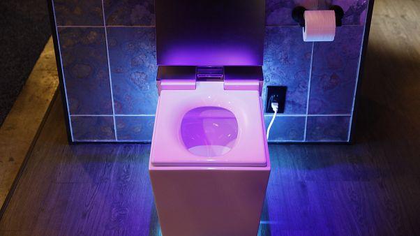 فيروس كورونا: لماذا يجب إنزال غطاء المرحاض بعد استخدامه؟
