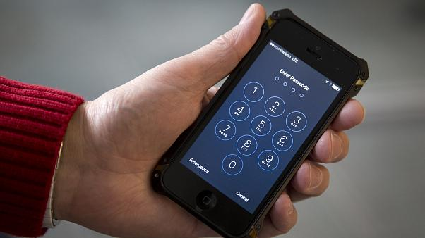 The iPhone shortcut which records when you say 'I'm getting pulled over' | #TheCube