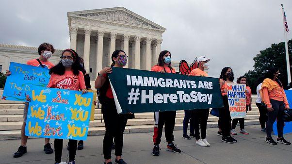 ABD'de Yüksek Mahkeme önünde eylem yapan genç göçmenler