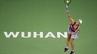 صورة للاعبة كرة المضرب الأسترالية آشلي بارتي خلال دورة ووهان المفتوحة عام 2018
