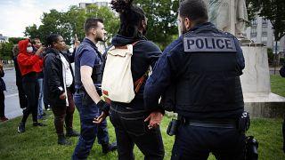 شاهد: مناهضون للعنصرية يلفون تمثال جوزيف غالييني بوشاح أسود للتنديد بماضيه الاستعماري