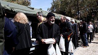 Πολίτες σε συσσίτιο στην Αθήνα
