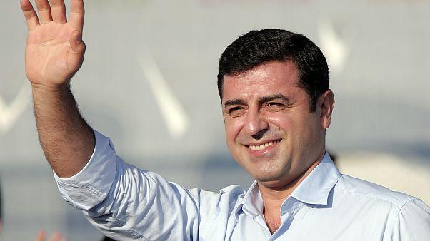 المحكمة الدستورية في تركيا تدين توقيف زعيم كردي