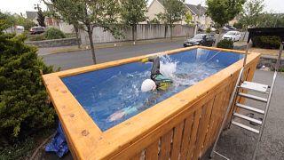 Dans sa piscine, ce triathlète aveugle fait du surplace pour aller plus vite