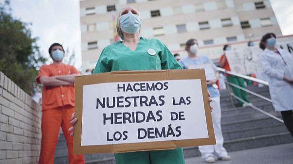 Infirmières et médecins manifestent, lundi 15 juin à Madrid.