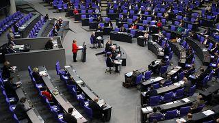 ميركل متحدثة إلى نواب البرلمان الأوروبي