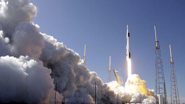 إطلاق صاروخ فالكون 9 من قاعدة كيب كانافرال (رأس كانافرال) في الولايات المتحدة في نهاية 2019
