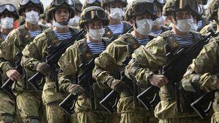 تعتبر روسيا أكثر الدول الأوروبية تضرراً بالوباء: الصورة من تحضيرات لعرض عسكري في موسكو احتفالاً بذكرى النصر على النازية