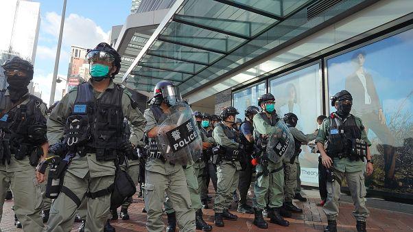 عناصر من شرطة هونغ كونغ خلال مظاهرة في الخامس عشر من حزيران/يونيو 2020