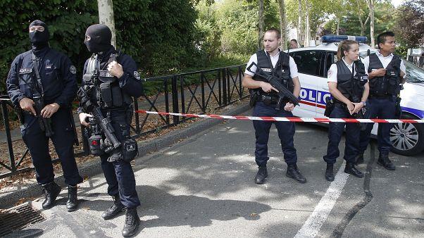 فرنسا: السجن 25 عاماً لتركي قتل زوجته طعنا في الشارع