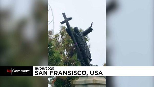 Протестующие валят памятник Фрэнсису Скотту Ки в Сан-Франциско
