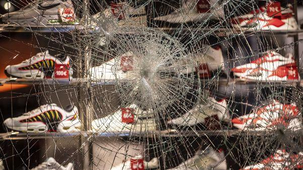 Violentos tumultos em Estugarda