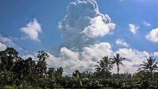 Rauch über Vulkan Merapi