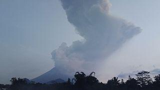 بركان ميرابي الإندونيسي