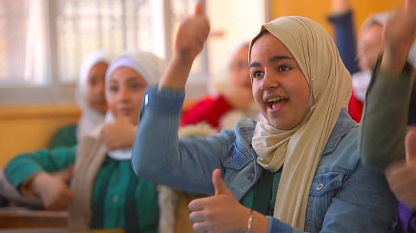 Why isn't there one unified sign language in the Middle East region?