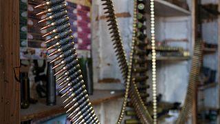Yemen'de silah satan bir dükkan