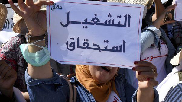 الشرطة التونسية تلجأ إلى استخدام الغاز المسيل للدموع لتفريق محتجين في تطاوين