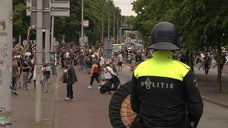 Covid-19: proteste contro le restrizioni all'Aia. Scontri con la polizia