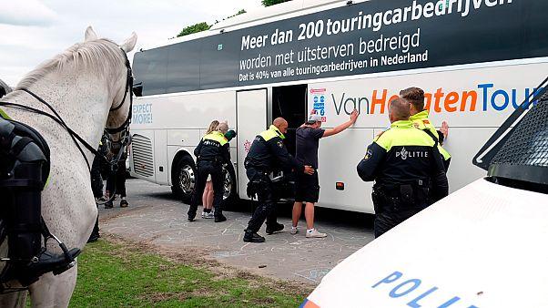 توقيف متظاهرين هولنديين
