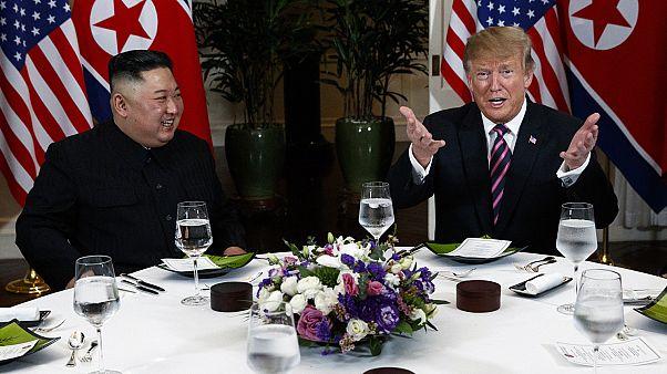 لقاء بين الزعيم الكوري كيم جونغ أون والرئيس الأمريكي دونالد ترامب في قمة هانوي 2019