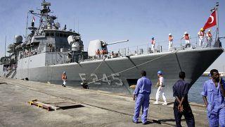 Sudan limanında Türk Donanması'na ait bir fırkateyn