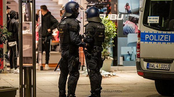عصیان جوانان در شهر مرسدس بنز؛ زخمی شدن ۱۹ پلیس در درگیریهای اشتوتگارت