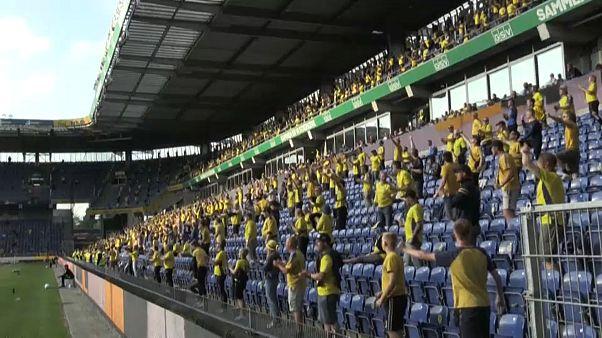 Болельщики на стадионе